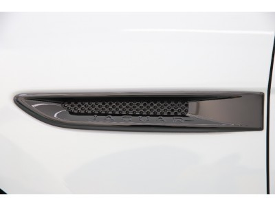 F-PACE 3.0リッター V6 スーパーチャージドガソリンエンジン S 5ドア