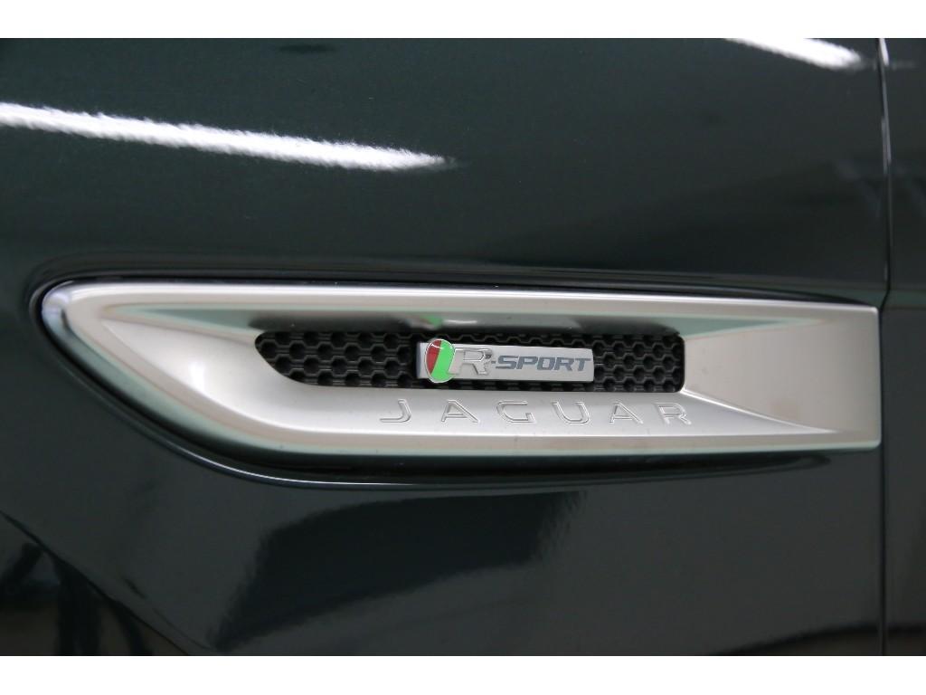 F-PACE 3.0リッター V6 スーパーチャージドガソリンエンジン R-SPORT 5ドア