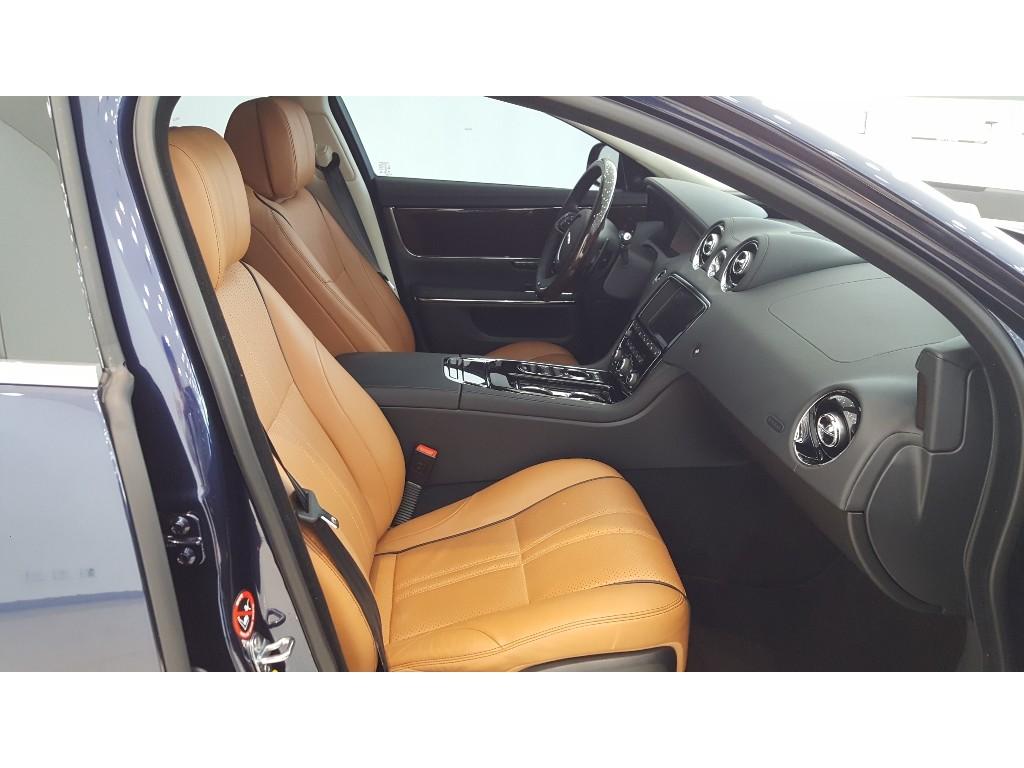 XJ 3.0 V6 디젤 프리미엄 럭셔리 세단