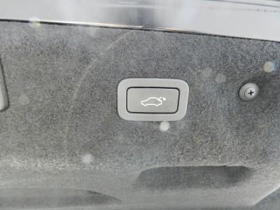 XE 2.0リッター I4 200 ターボチャージドエンジン (ガソリン) PRESTIGE サルーン