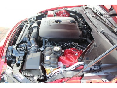 XE 2.0リッター I4 200 ターボチャージドエンジン (ガソリン) SE サルーン