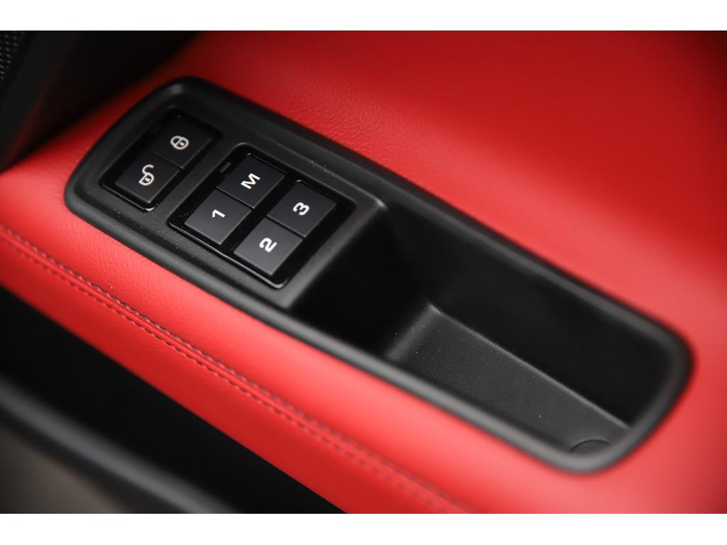 XE 3.0リッター V6 スーパーチャージドガソリンエンジン S サルーン