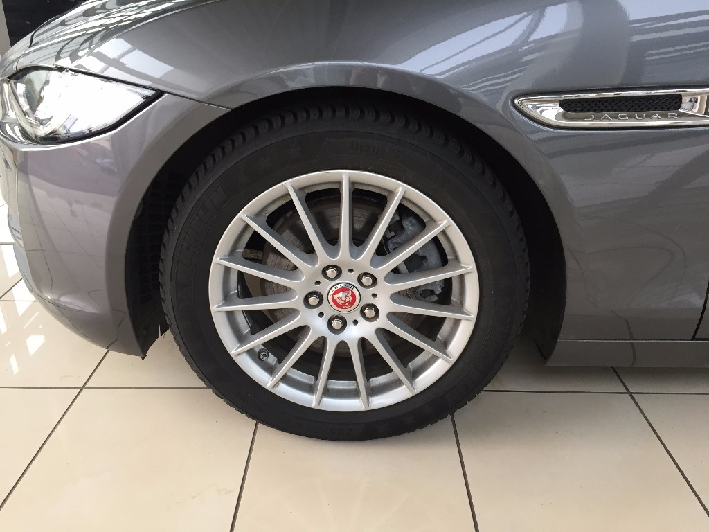 XE 2.0 I4 DIESEL (163PS) PURE LIMUZÍNA