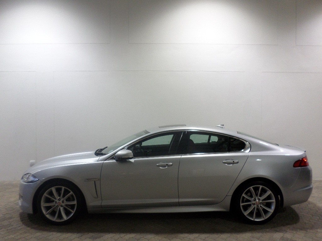 XF 2.2 I4 DIESEL PREMIUM LUXURY SEDAN
