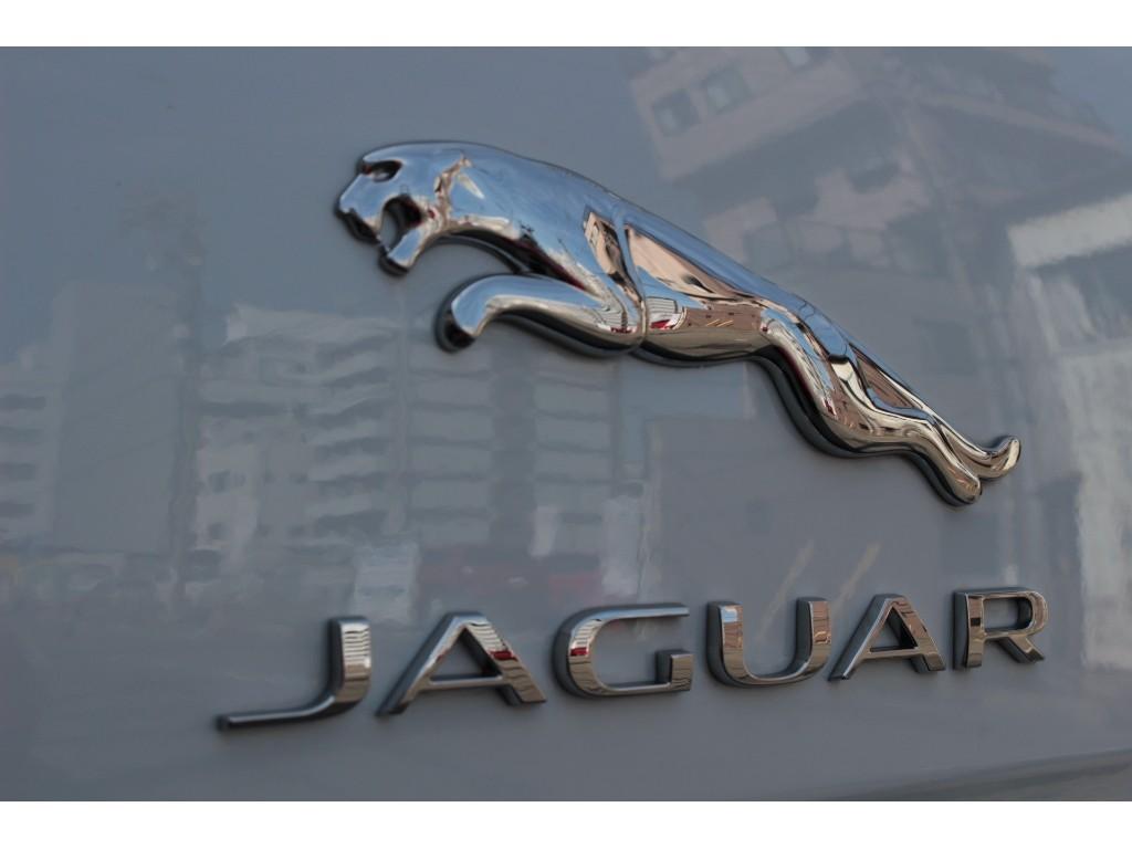 XJ 3.0リッター V6 スーパーチャージドガソリンエンジン LUXURY サルーン