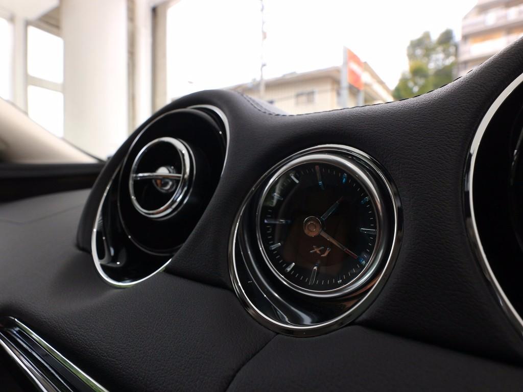 XJ 3.0リッター V6 スーパーチャージドガソリンエンジン PREMIUM LUXURY サルーン