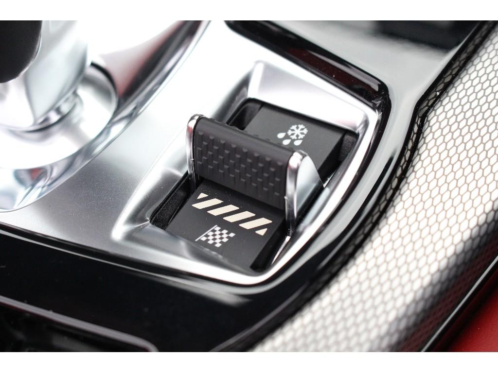 F-TYPE 3.0リッター V6 スーパーチャージドガソリンエンジン (340PS)  コンバーチブル