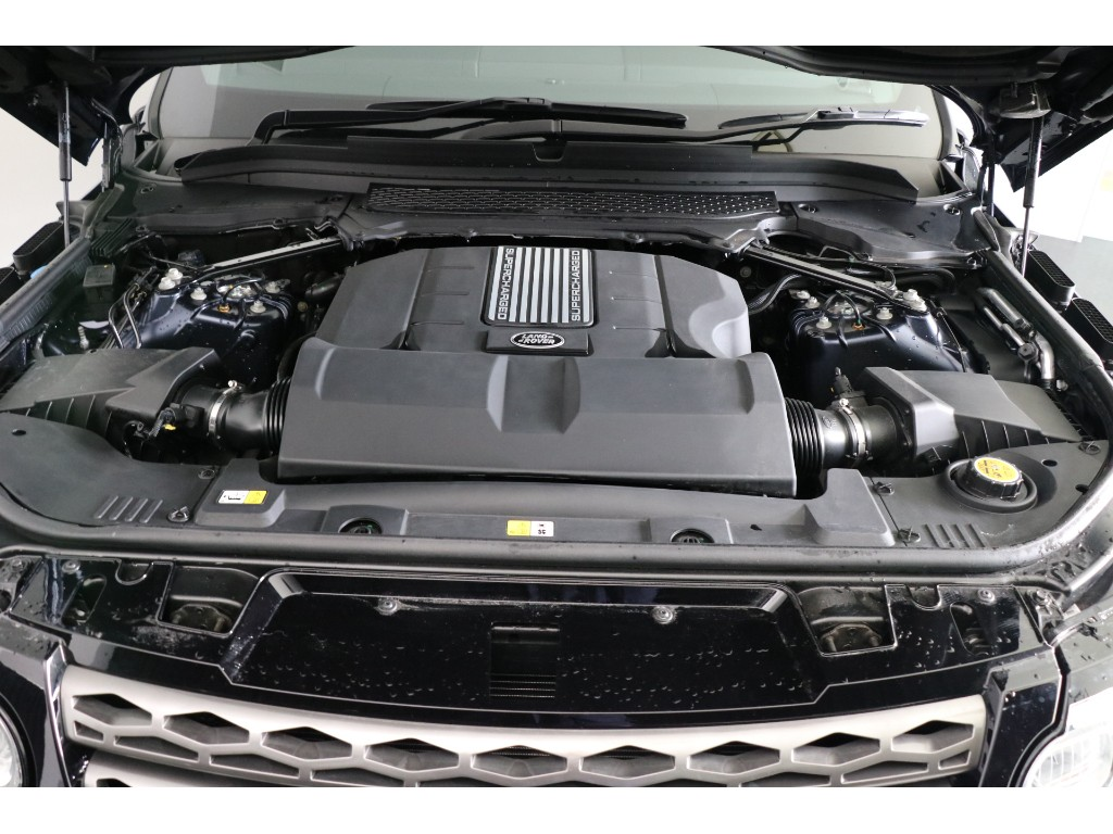 RANGE ROVER SPORT 3.0リッター V6スーパーチャージドガソリンエンジン SE