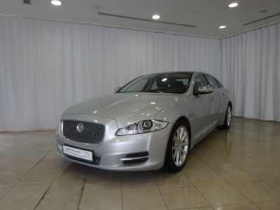 Used jaguar New XJ in Doha