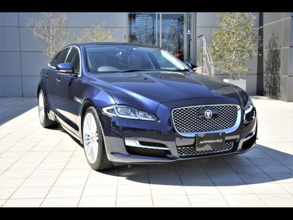 XJ サルーン Premium Luxury (MY16)